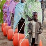 """Displaced Darfuris Receive Efficient """"Hippo Rollers"""" for Carrying Water"""
